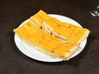 Sándwich caliente con cheddar