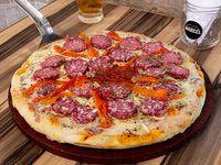 Pizza calabresa grande (8 porciones)