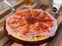 Pizza con jamón cocido y muzzarella  grande (8 porciones)