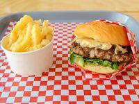 Blue burger con papas fritas