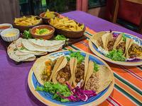 Promo 6 - 8 tacos mixtos + 4 quesadillas + nachos con queso (2 porciones) + 1 guacamole