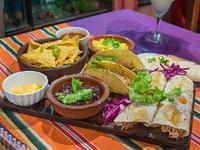 Promo 2 - 2 burritos + 2 tacos de carne + 2 quesadillas + nachos con queso (porción)