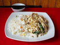 Diente de dragón con pollo y arroz