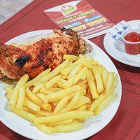 Canasta pechuga - 1/4 pechuga + papas fritas + salsas