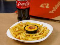 Promo 1 - 250 g de papas con salsa de cheddar y panceta + refresco línea Coca-Cola 600 ml