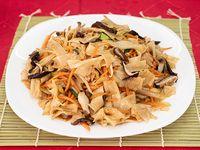 Pan-Tiao salteado con hongos y verduras