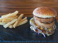 Sweet Pepper burger con papas fritas