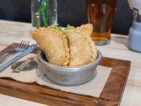 3 empanadas fritas tipo salteñas