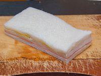 Sándwich de jamón y huevo