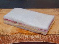 Sándwich de salame y queso