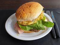 Hamburguesa completa con huevo