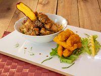 Promo caliente 8 - Yakimeshi de pollo + rebositos chicken (6 unidades)