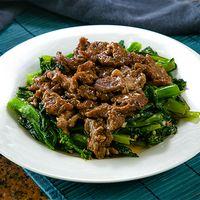 Carne de res con hojas de mostaza