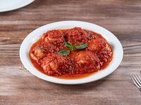 Sorrentinos de jamón crudo con salsa