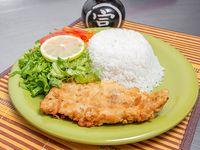 Filet de merluza con porción de arroz y ensalada
