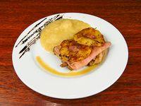 Muslo glaseado con jamón y ananá