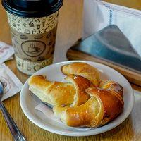 Café late + 2 medialunas