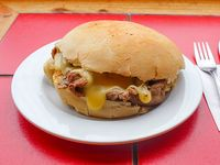 Sándwich clásico barros luco