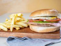 Combo 3  - hamburguesa con queso, jamón, lechuga y tomate + gaseosa y papas