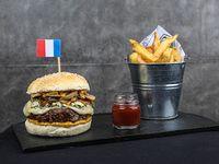 Burger francesa con papas fritas