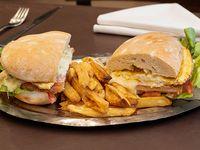 Sándwich especial de milanesa Farola