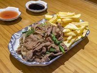 Tabla fusión papas fritas + carne mongoliana