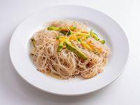 Fideo de arroz salteado con verduras