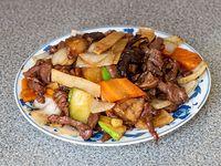 75 - Carne saltada con hongos y bambú