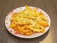Papas fritas con huevo revuelto y orégano (porción)