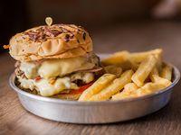 Promo - Hamburguesa doble con jamón, queso y tomate + porción de papas fritas + lata Pepsi lata 354 ml