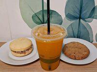 Promo - Exprimido de naranja + alfajor de maicena + cookie