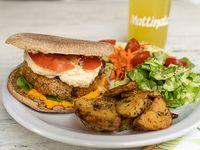 Sándwich burguer  veggie + papas rústicas + ensalada