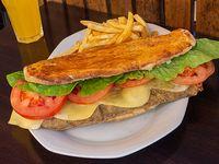 Sándwich clásica con acompañamiento