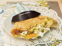 Creps de queso, huevo y ciboulette