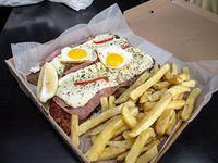 Napolitana con fritas y huevo para 2