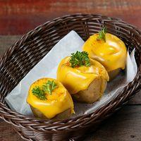 Quesipapas rellenas de camarones al ajillo