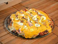 Pizzeta con muzzarella, cheddar, panceta y huevo