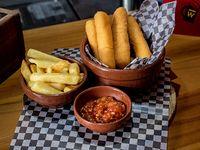 Muzzarelitas con papas fritas y salsa aivar