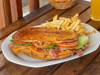 Sándwich premium con acompañamiento