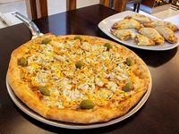 Promo 4 - 6 empanadas + pizza especial