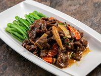 Carne con hojas de mostaza