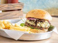 French burger con papas fritas