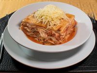 Lasagna de carne en salsa bolognesa