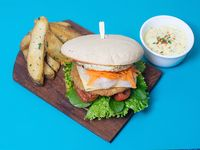 Burger veggie gourmet con papas rústicas y dip de mayonesa de la casa