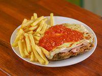Milanesa napolitana con papas fritas y ensalada rusa