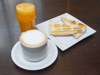 Promo - Café con leche + medio tostado + jugo exprimido