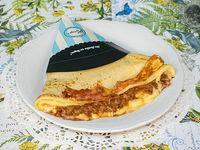 Creps de cerdo a la barbacoa, queso y cebolla caramelizada