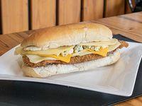 Sándwich de milanesa a los cuatro quesos