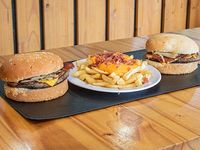 Promoción - 2 Hamburguesas con bacon + Papas fritas con queso cheddar y bacon