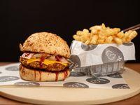 Burger rooster bbq con papas fritas